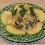 Салат из печени с рисом и яблоками