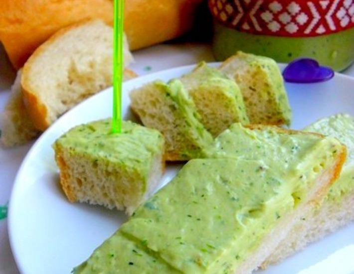 Рецепт: Яичный паштет Зелeный с соевым соусом