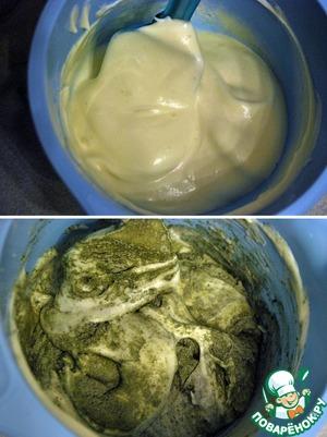Вводим белки в желтки, аккуратно перемешивая снизу вверх лопаткой. Затем в эту массу частями просеиваем муку с чайной пудрой, и также аккуратно перемешиваем.