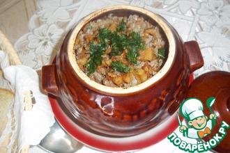 Рецепт: Гречка с мясом и шкварками в горшочке