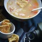 Рисовый суп с жареными лепешками