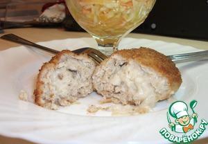 Рецепт Куриная котлета, фаршированная молочно-грибным соусом