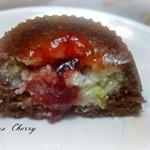 Пирожное шоколадное с кокосово-творожной начинкой и джемом