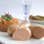Домашние свиные колбаски с тушеной капустой