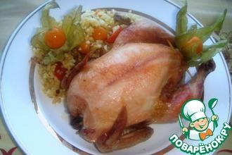 Рецепт: Мини-цыпленок, фаршированный пшенкой с жареным луком, колбасой и физалисом