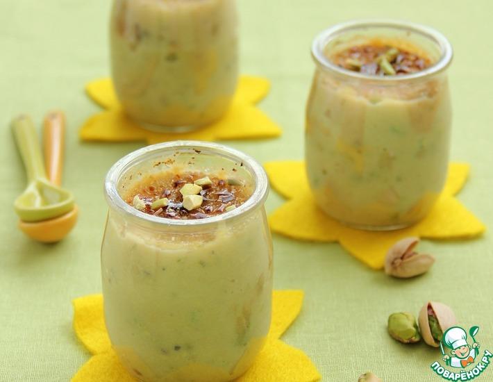 Десерт с семолиной, фисташками и курагой