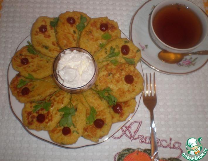 Рецепт: Кукурузные лепешки с Кус-Кусом, зеленью и сыром