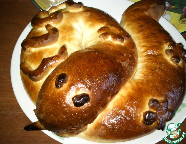 Рецепт: Фигурный пирог Змея с разными начинками