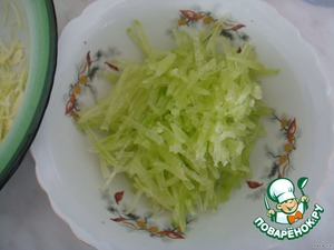 Radish or radish slice thinly, or RUB on the Korean grater,add to the salad.