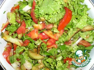 Cut greens. Stir. If necessary, add vegetable oil and doculive. You can also add toasted sesame seeds.