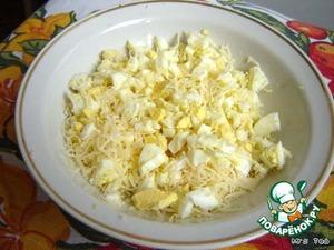 Сыр натереть на терке.