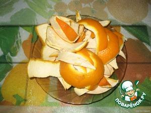 Апельсины вымыть,обсушить. Срезать цедру лентами,шириной 3 см так,чтобы на ней осталась немного мякоти.