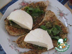 """For each steak to put on the half of greens, a teaspoon """"pesto"""" (optional) and half of the mozzarella."""