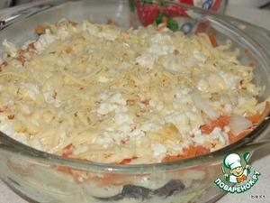И последний слой - морковь.    Сверху всё посыпать тертым сыром.