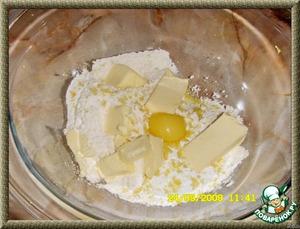желтком,и размягченным сливочным маслом.
