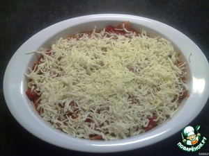 Spread half of the sauce in the baking dish, then stuffed shells. Pour the remaining sauce and sprinkle the top with mozzarella.