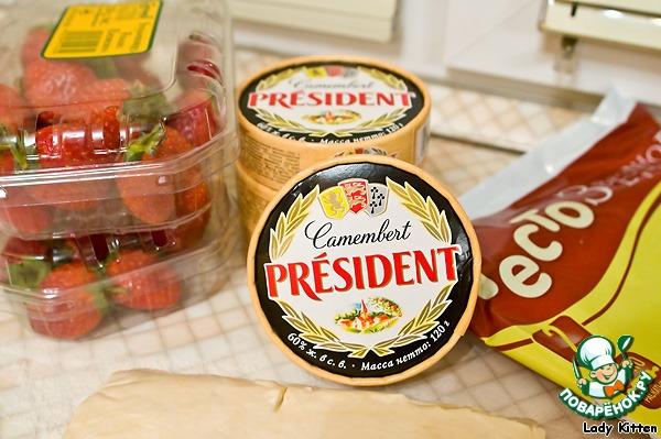 Запеченный сыр с клубничным соусом Тигриное удовольствие