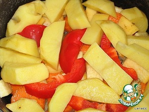 Next, a layer of sweet red peppers and potatoes.