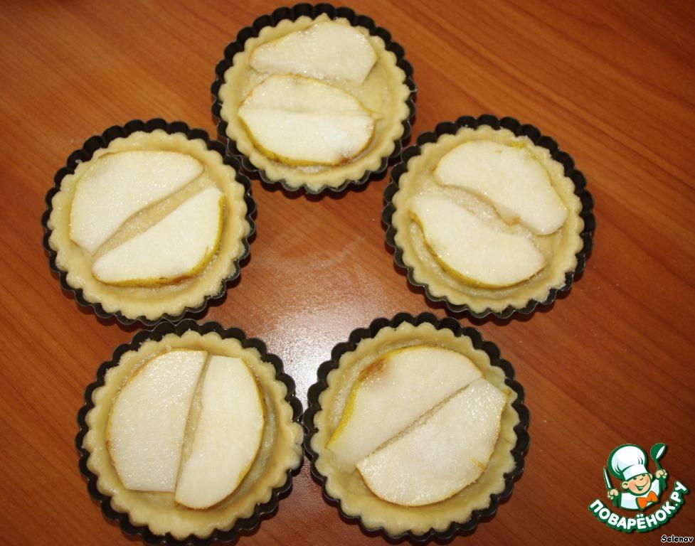 Десертные тарталетки с грушами и шоколадной глазурью