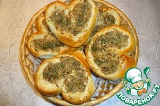 Рецепт: Дрожжевые сердечки с консервированным тунцом