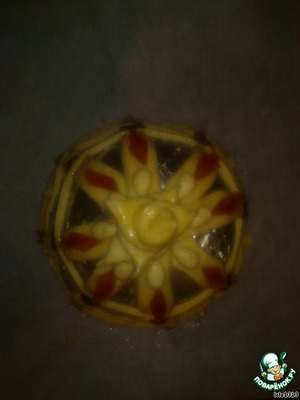 """Out of the remaining smaller part of the dough roll out the layer, cut it into strips. These stripes make the pattern on the """"tower"""" - a cross and a circle.  Brush with beaten egg.  Decorate """"gems"""", i.e. dried fruits, dried cherries, raisins, nuts... and send in the oven."""