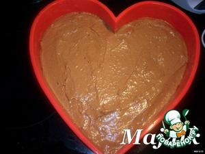Вылить тесто в форму (у меня форма силиконовая, если металлическая, то застелить бумагой и смазать маслом), и равномерно распределить.
