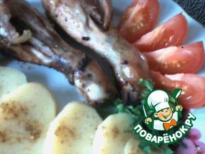 """При подаче чистим картофелину, режем на пласты, добавляем на тарелку, украшаем зеленью и приятного аппетита.       И, конечно, добавить :http://www.povareno k.ru/recipes/show/14 242/  """"Малосольные помидорки"""""""