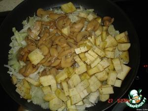 Прожарим капусту, грибы, баклажан на растит.масле до готовности, в конце добавить тертый помидор. Масло слить и дать остыть!