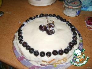8. Через 2,5 часа достаем торт и сметанное суфле и покрываем им поверхность торта. украшаем ягодами (у меня черная смородина и черешня) и немного сверху пудры. Все! Охлаждаем тортик и .......... приятного чаепития!