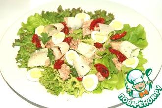 Рецепт: Салат из печени трески с вялеными помидорами