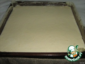 Egg whisk with the sugar until increase in the amount of 6 times.  Add sour cream, mayonnaise and flour.  Spread on a baking sheet, greased and covered with parchment. And bake.