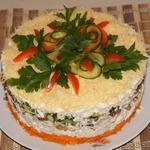 Салат из курицы с орехами и изюмом