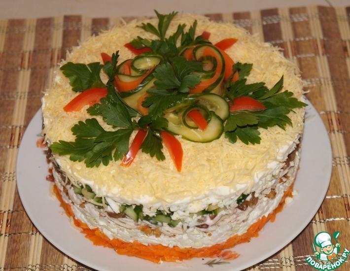 Рецепт: Салат из курицы с орехами и изюмом