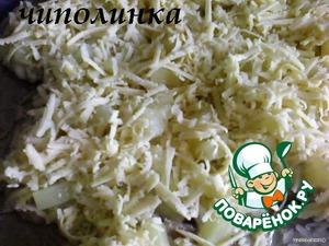 Сверху накрыть ломтиком сыра.    (У меня ананасы были кусочками, поэтому и сыр я натёрла).      Запекать в предварительно разогретой духовке, время от времени поливая ананасовым соком.   Готовые отбивные выложить на блюдо, украсить зеленью и овощами.