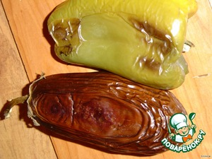 Two eggplant and one large sweet pepper (green) bake in the oven at a temperature of 180 gr. until tender.