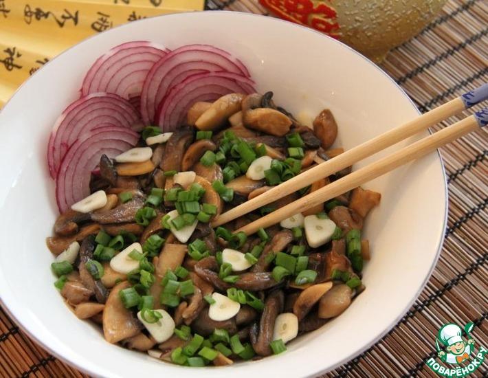 Рецепт: Тушеные грибы с соевым соусом и чесноком