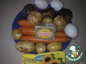 Необходимые продукты.   Свеклу, морковь, картофель и яйца предварительно отварить, охладить.