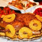 Новогодняя утка с айвой и ананасами