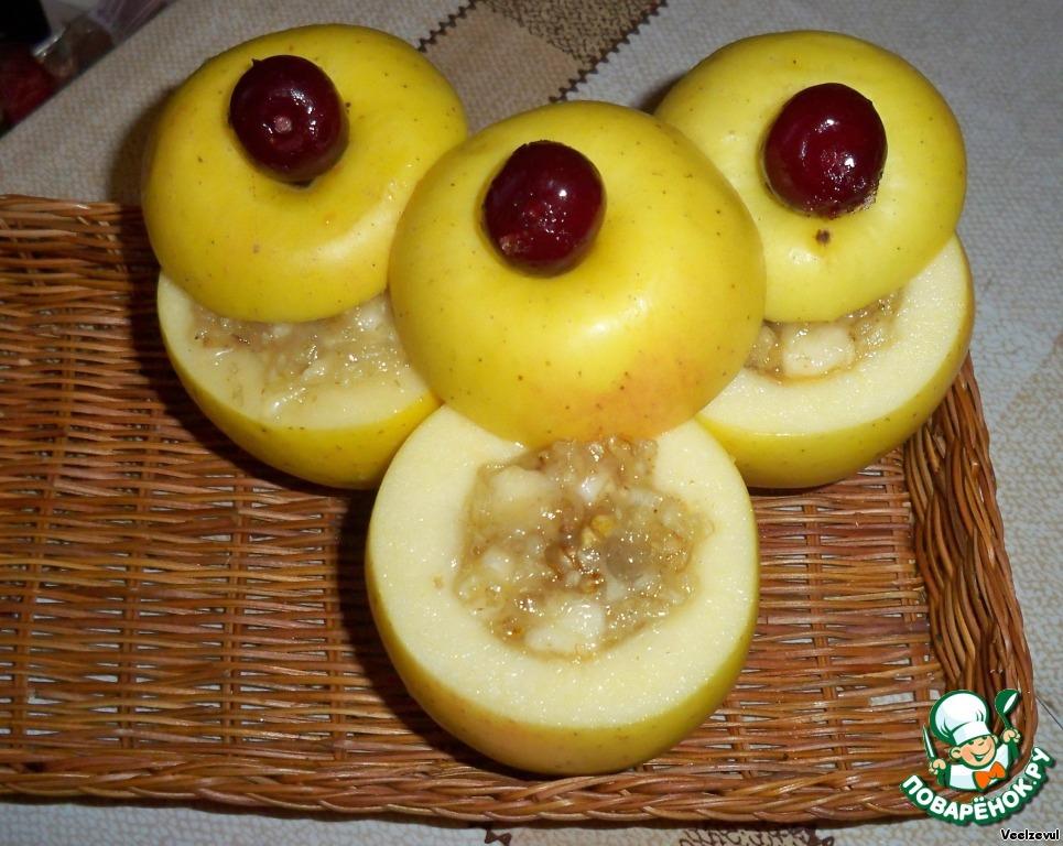Печеные фаршированные яблоки