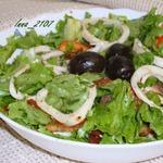 Салат из кальмаров с вялеными помидорами