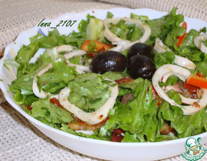 Рецепт: Салат из кальмаров с вялеными помидорами