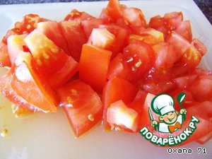 My tomatoes and cut them in cubes, add to the onions.