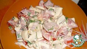 Делаем соус:   мелко-мелко режем чеснок,к нему добавляем майонез,горчицу и соевый соус.Перемешиваем. Заправляем салат. Лучше дать салату настояться хотя-бы пару часов,чтобы шампиньоны напитались соусом,тогда салат будет просто превосходным! Приятного кушанья!