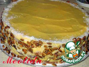 Бока тортика посыпаем жареными тыквенными семечками и кокосовой стружкой (можно взять любые орешки, шоколад или кокосовую стружку)