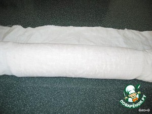 Then roll the loaf with a cloth, leave it for 1 hour, until cool