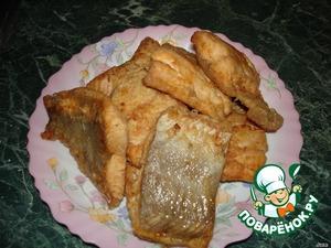 Выложить рыбу на тарелку. Масло оставить в сковороде.