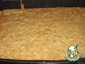 Когда порозовеет, достаем, даем немного остыть, посыпаем сахарной пудрой и режем на кусочки.