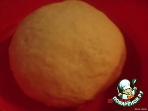 Замесить тесто, должно получиться элластичным и не прилипать к рукам. Завернуть и дать подойти (подходит быстро, где-то 30-35 минут)