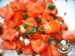 Теперь по-быстрому приготовим что-то похожее на сальса. Для этого помидоры режем кубиками (можно очистить от кожицы), добавляем рубленную зелень, перец, соль, кумин, чуточку чеснока (в гранулах или свежего) и поливаем лимонным (или лаймовым) соком. Для сальсы еще используется красный лук и чили, но я посчитала, что для завтрака это будет уже островато.