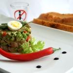 Тартар из сельди с авокадо и чили